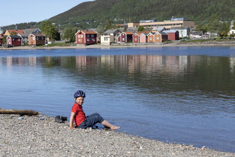 Vefsna med Sjøgato i bakgrunnen © Kathrine Sørgård