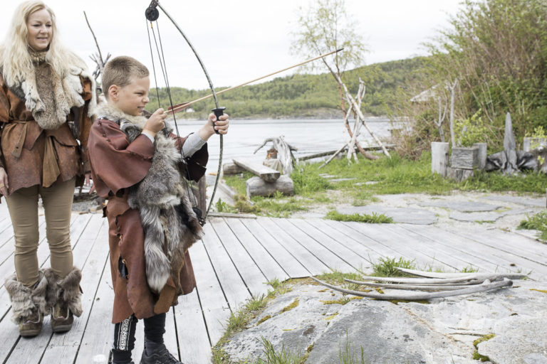 Den skal tidlig krøkes som god steinaldermann skal bli  © Kathrine Sørgård