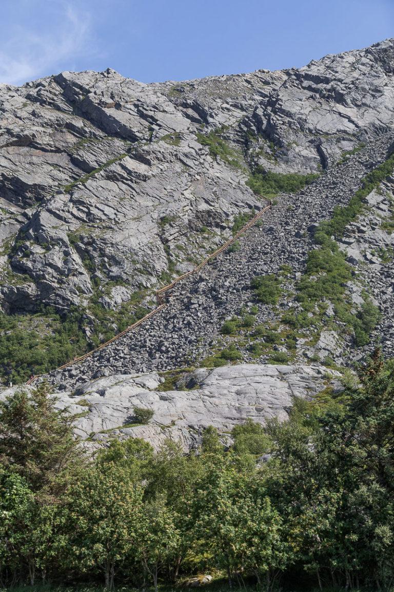 Vegatrappa går høyt til fjells og byr på fantastisk utsyn © Kathrine Sørgård