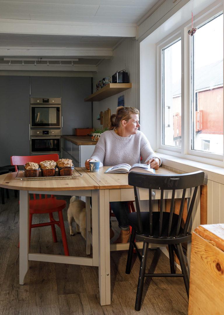 Kaffe og nybakt brød. Og fin utsikt © Kathrine Sørgård