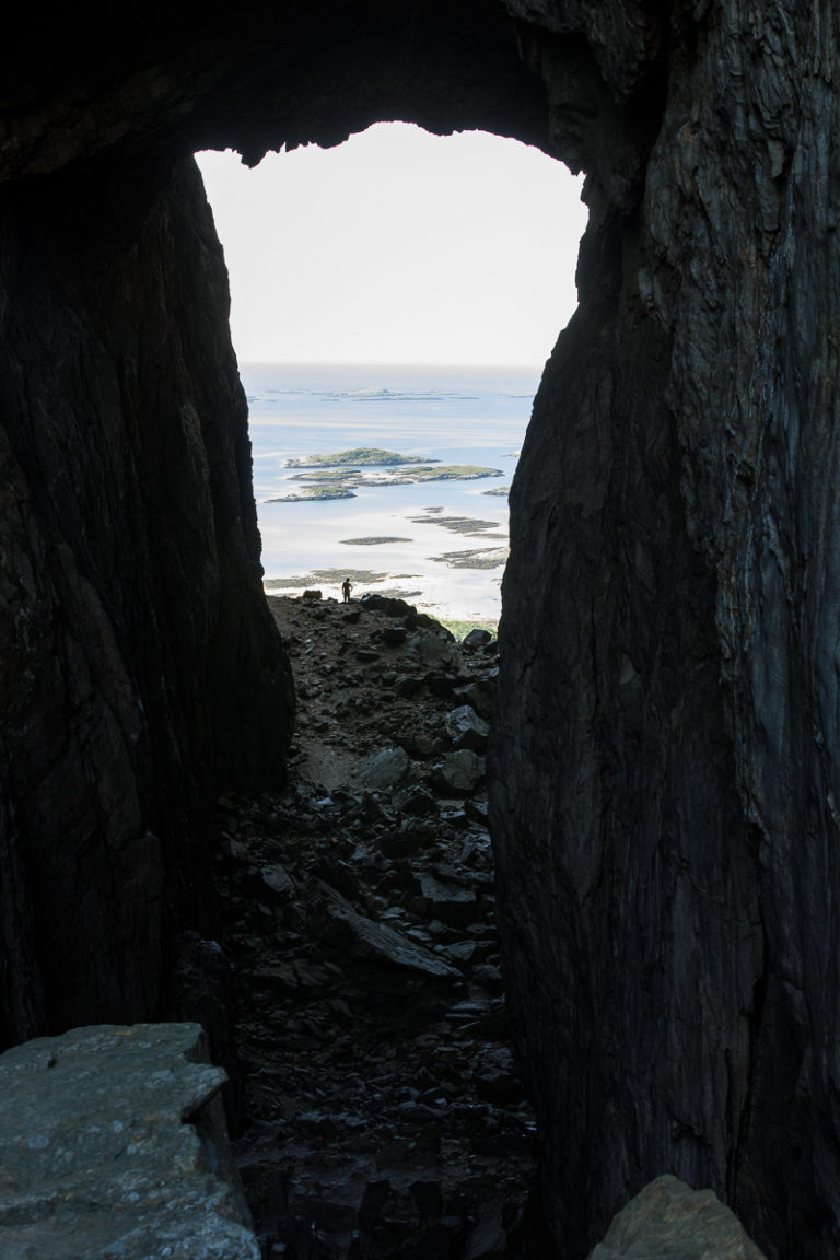 Hullet i Torghatten, og utsikt helt sør til Trøndelag © Kathrine Sørgård