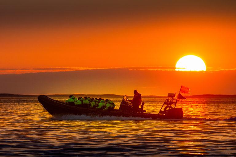 Nattsola oppleves best til havs @ Hans-Petter Sørensen / Visit Nesna