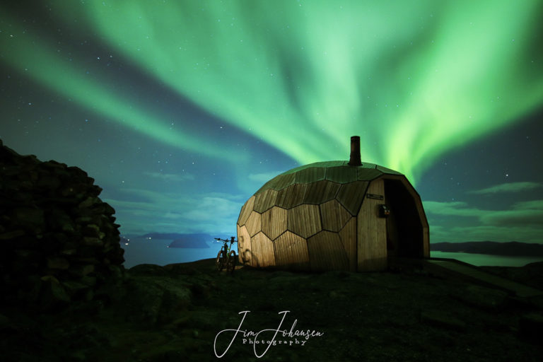 The hut on mount Storfjellet © Jim Johansen