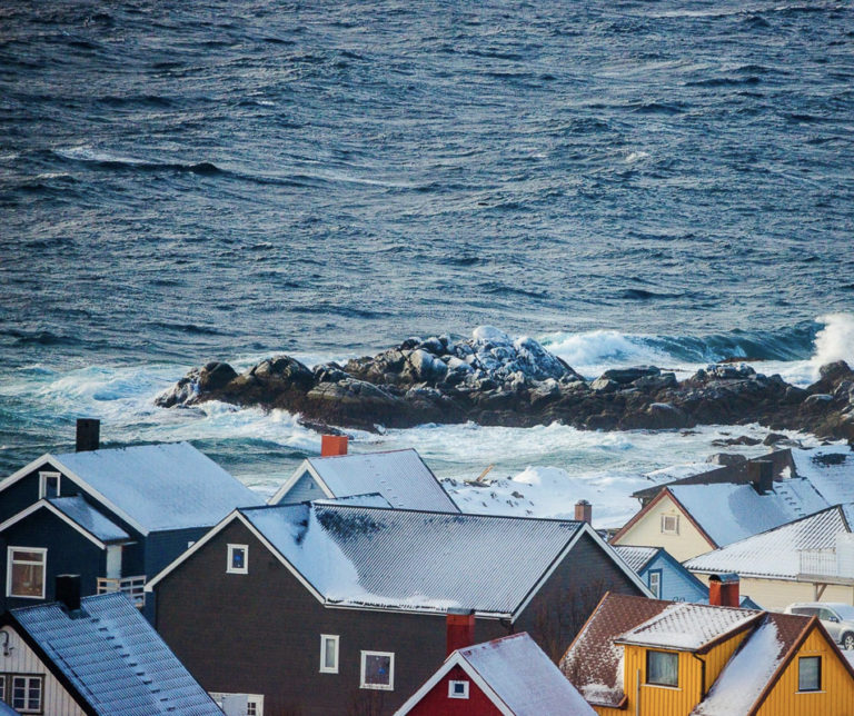 The houses in Honningsvåg are close together, uniting against wind and storm. The surrounding areas are more or less empty © Jon Andre Brynjulvsen Lundal