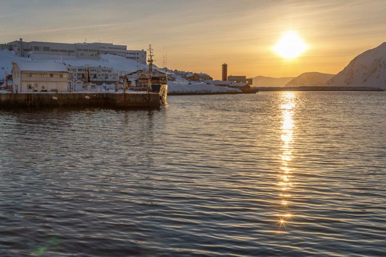 January sun seen from Vågen in Honningsvåg © Honningsvåg Bilder ved Kjell Bendik Pedersen