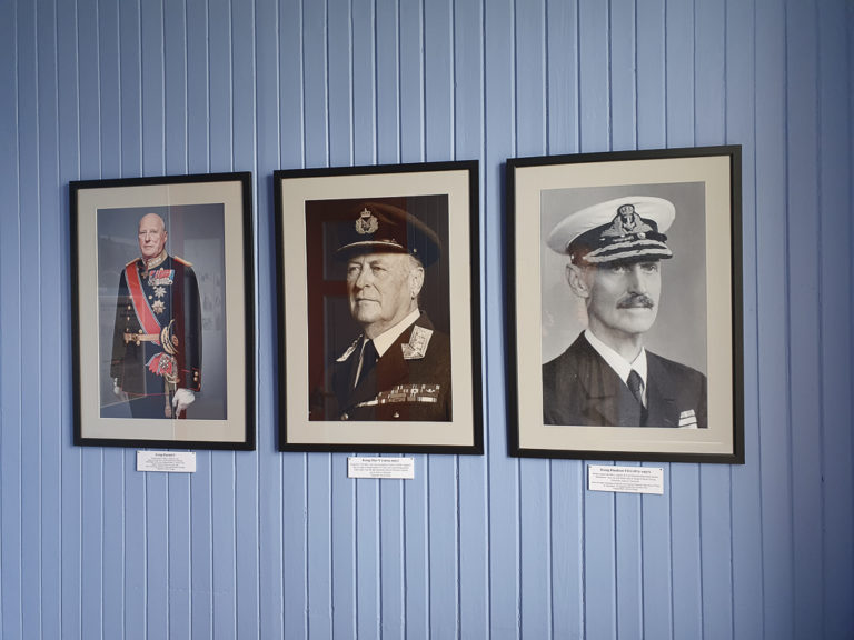 The royal room in the Partisan museum. King Harald apologised on behalf of Norway for the treatement after the war in 1992, in front of the memorial. King Olav laid down flowers during his visit in 1983 © Asbjørn Nilsen/Vardøhus Museumsforening