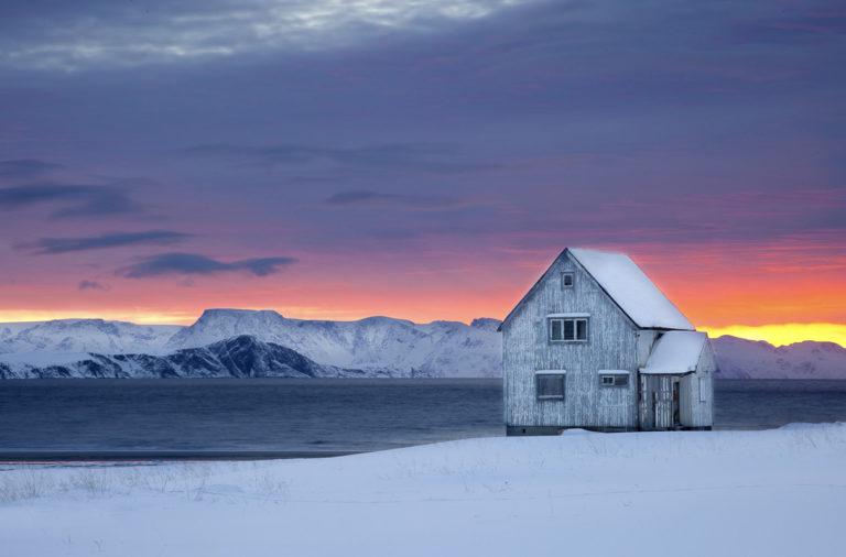 Det sku' bo folk i husan. Det bor færre mennesker i fiskeværene på kysten, så hus står tomme © Anne Olsen-Ryum