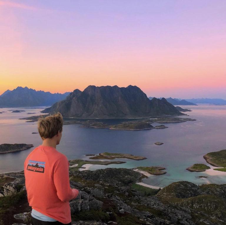 Fra Skrovafjellet er det 360 grader magisk utsikt både til Steigen og hele Lofotveggen © Karsten A. Ellingsen