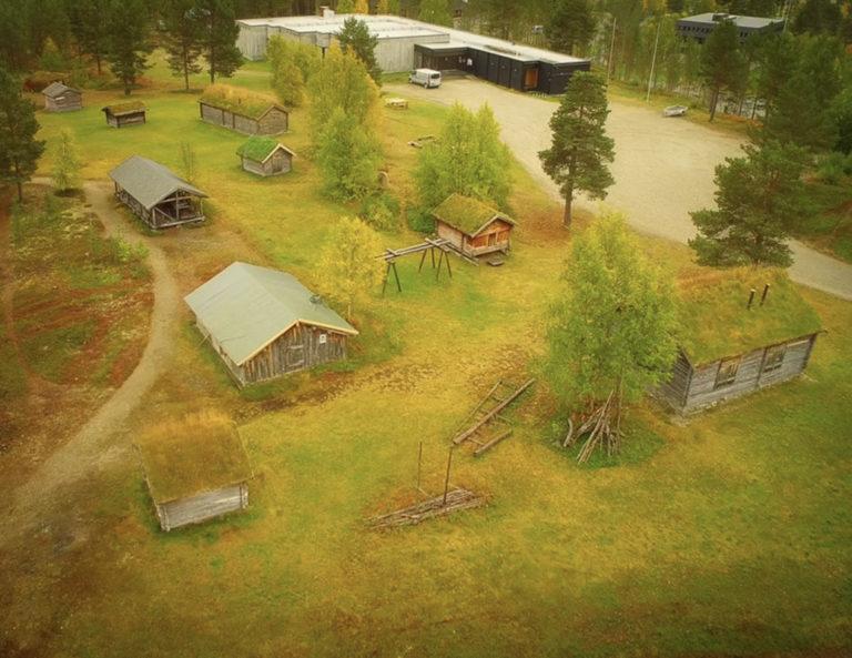 Friluftsmuseet utenfor De samiske samlinger viser leveveis og bygningskultur på samiske boplasser fra 18- og 1900-tallet. © RDM-SVD