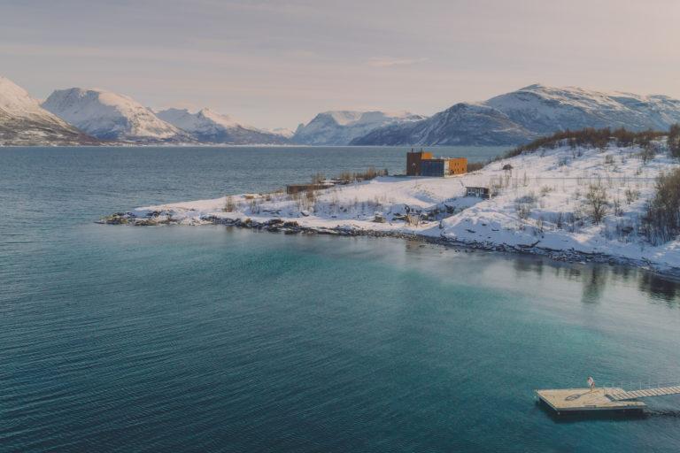 Beliggende på 69°Nord, produserer Aurora Spirit sprit basert på arktiske ingredienser. Foto: Aurora Spirit