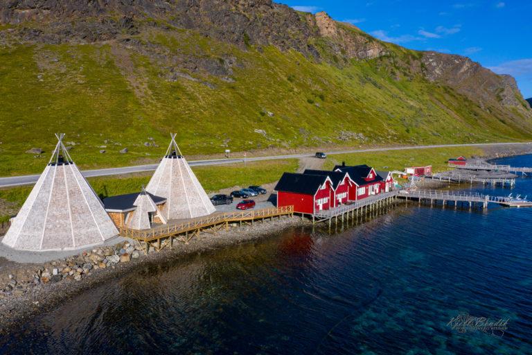 RIB-turen starter fra vårt opplevelsessenter i sentrum av Honningsvåg. Foto: 71-nord.no