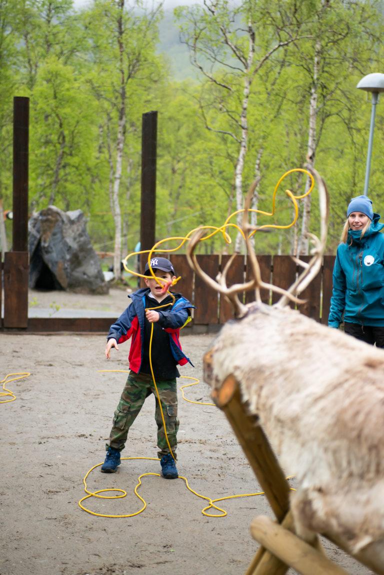 Prøv lassokasting i Polarpark. Foto: Polar Park