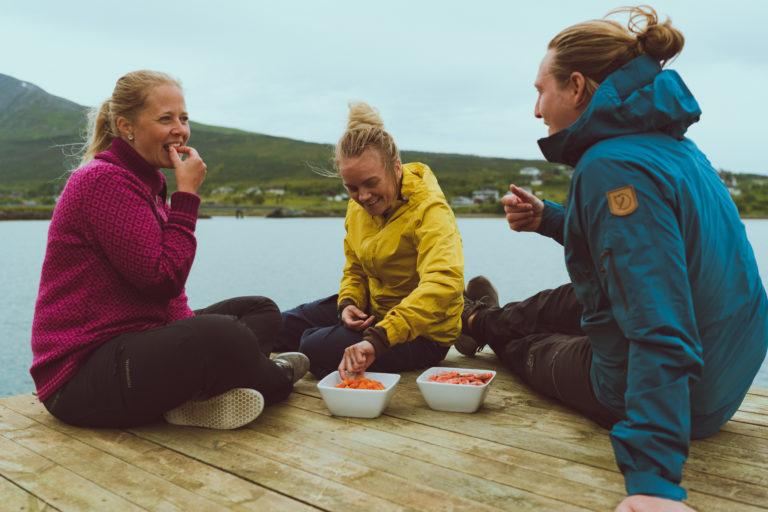 Spis selvfisket fisk p åbryggekanten. Foto: @VegarStien