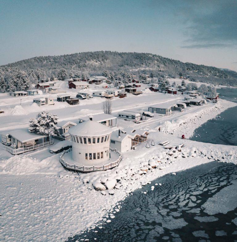 Om vinteren overnattes det i fyrtårnet.  Foto: Hege Enge Dekkerhus / Norwegian Wild