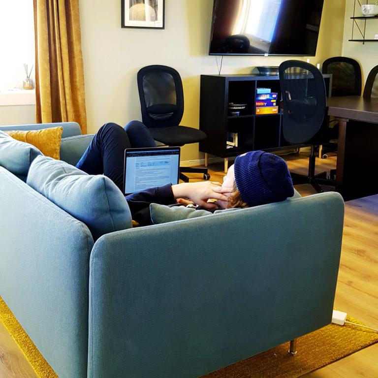 Lange studiedager krever mulighet for flere arbeidsstillinger © Hovedkontoret