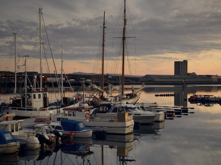 Late summer dusk at the Vadsø port © Emile Holba / www.visitvaranger.no