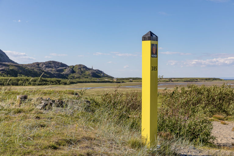 The border at Grense Jakobselv © Fotoknoff / www.visitvaranger.no