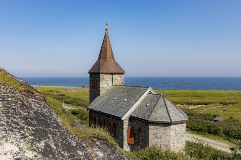 Grense Jakobselv with the little chapel dating from 1869 © Fotoknoff / www.visitvaranger.no