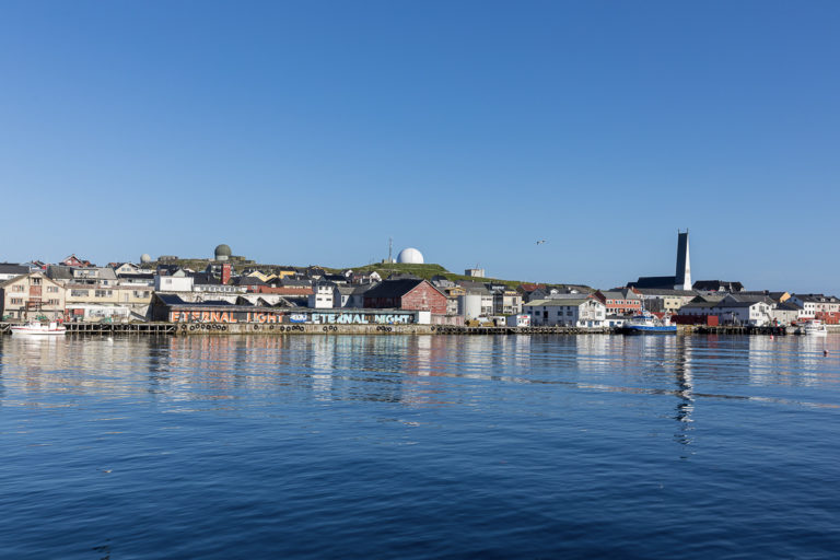 A summer's day in the port of Vardø © Fotoknoff / www.visitvaranger.no