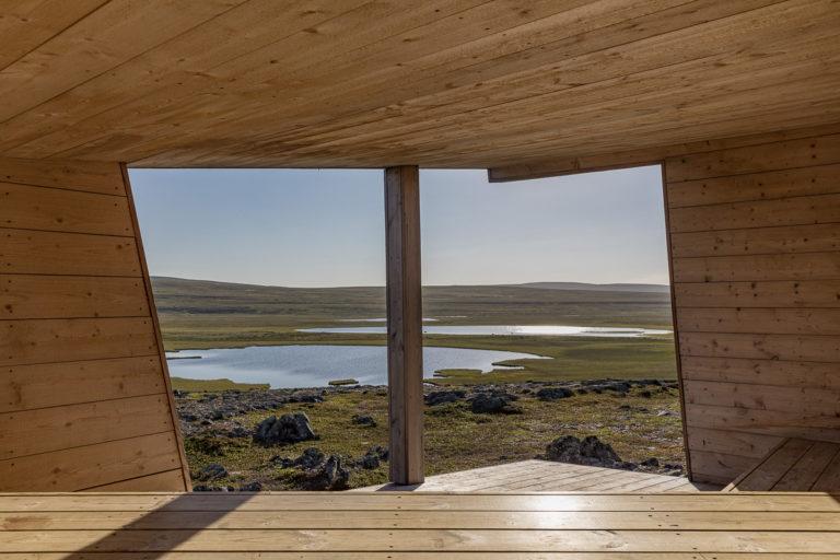 Bird observation point at Barvikmyra near Vardø © Fotoknoff / www.visitvaranger.no