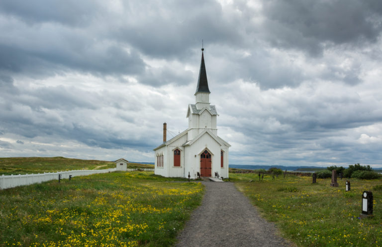 The 1858 church of Nesseby stands out in the flat landscape ©Harald Bech-Hanssen / Statens vegvesen