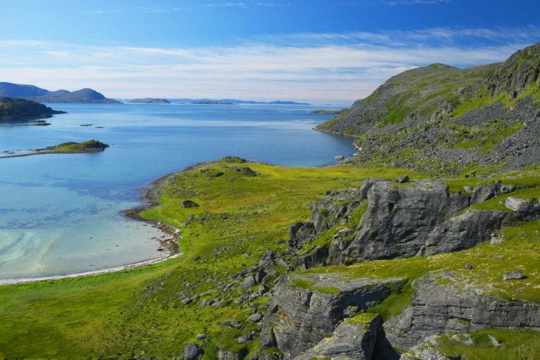 Mot Selvika, veien mot Havøysund, Finnmark.