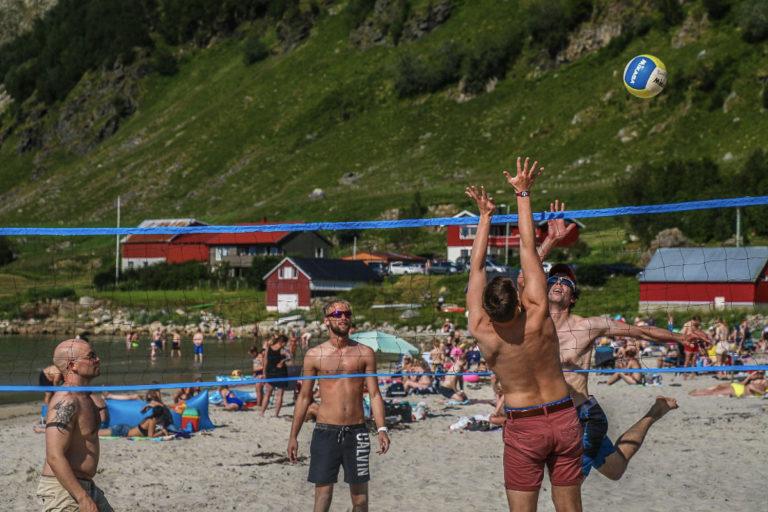 Beach volley i Grøtfjorden © Emi Kjeldsberg