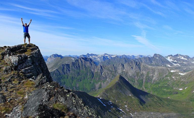 På toppen av Vasstind. Husk og ikke gå for nærme kanten! © Tine Marie V Hagelin