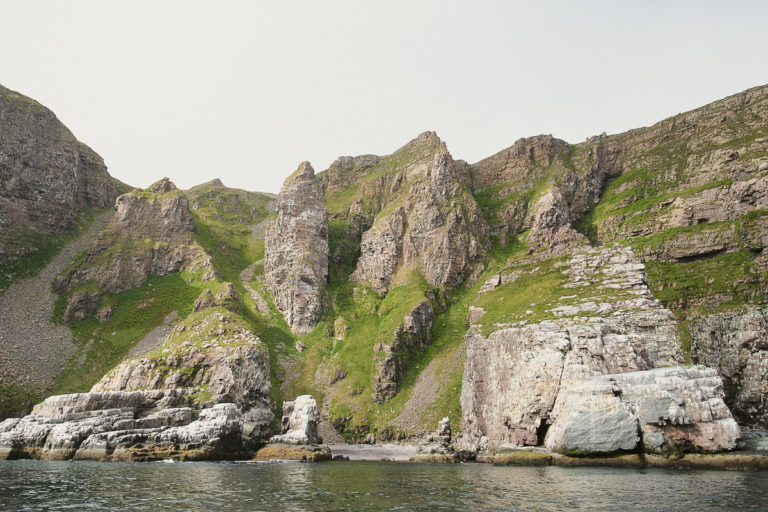 Syltefjordstauran ligger inne i Syltefjorden, men med kort vei ut til matfatet i Barentshavet © Emile Holba/www.visitvaranger.no