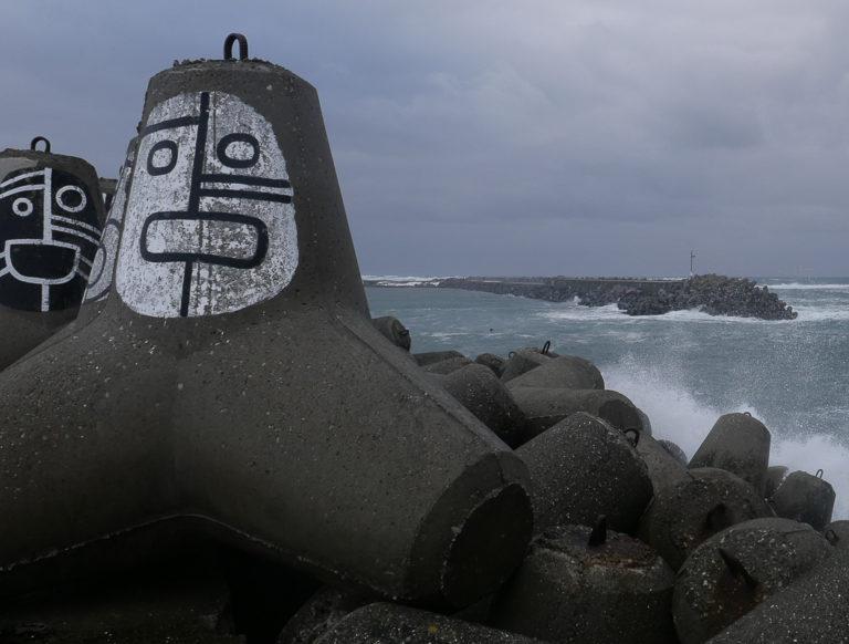Det er i storm moloen i Berlevåg viser sin styrke © Dieter Salathe