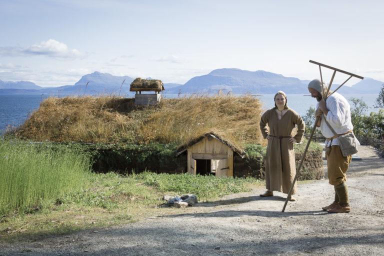 Foran årestua © Sør-Troms museum