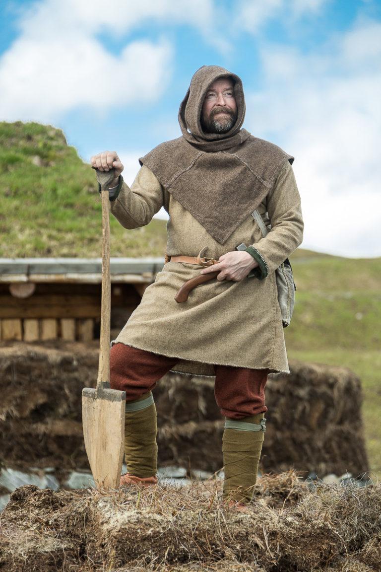 Halte Haldor er ofte så se der han reparerer gjerder og annet forefallende arbeid © Sør-Troms museum