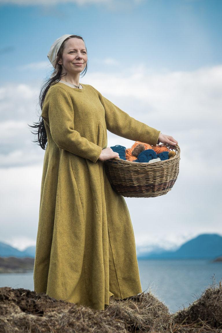 Jorunn styrer gården med fast hånd, mannen er jo på havet mye av tida © Sør-Troms museum