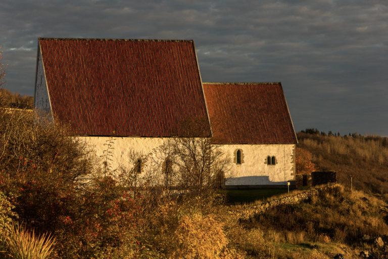 Kirken sett fra sør © Harriet M. Olsen/Sør-Troms museum