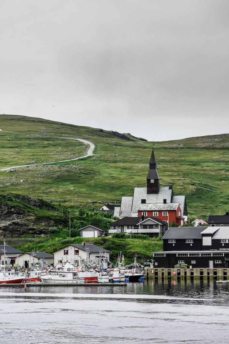 Havøysund er et kompakt fiskevær midt i en mennesketom kystnatur © Katelin Pell