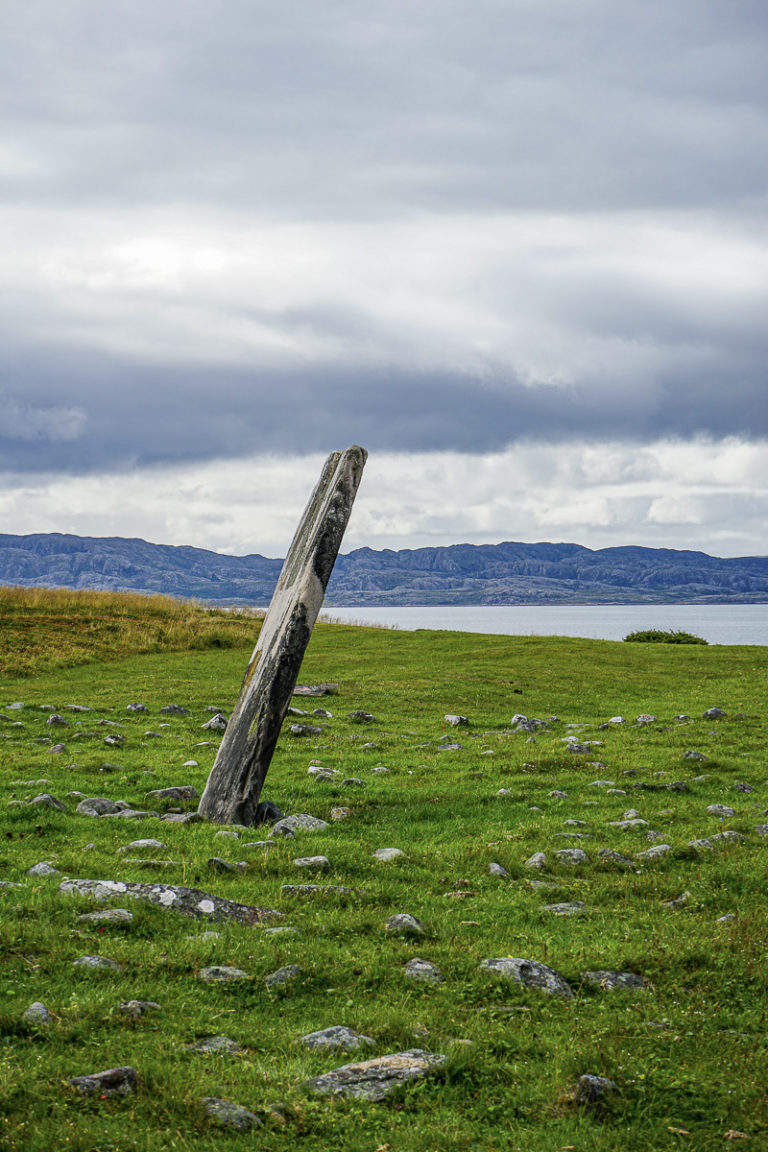 Raised stone surrounded by stone circles © Katelin Pell