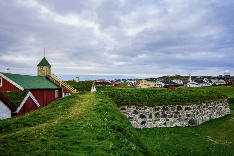 Festningen ligger lavt på Vardøya © Katelin Pell